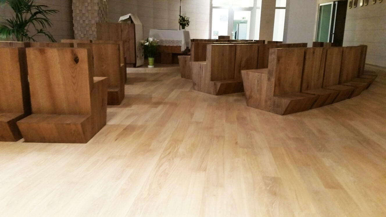 Realizzazione pavimento in legno chiesa ospedale careggi for Pavimento in legno interno